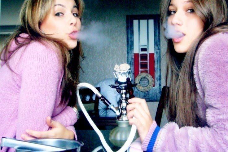 Fakes Fumando Narguile